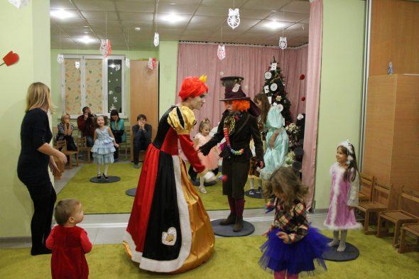 Новогодний утренник в детском саду, новый год в детском клубе, как провести новогодний праздник в детском центре